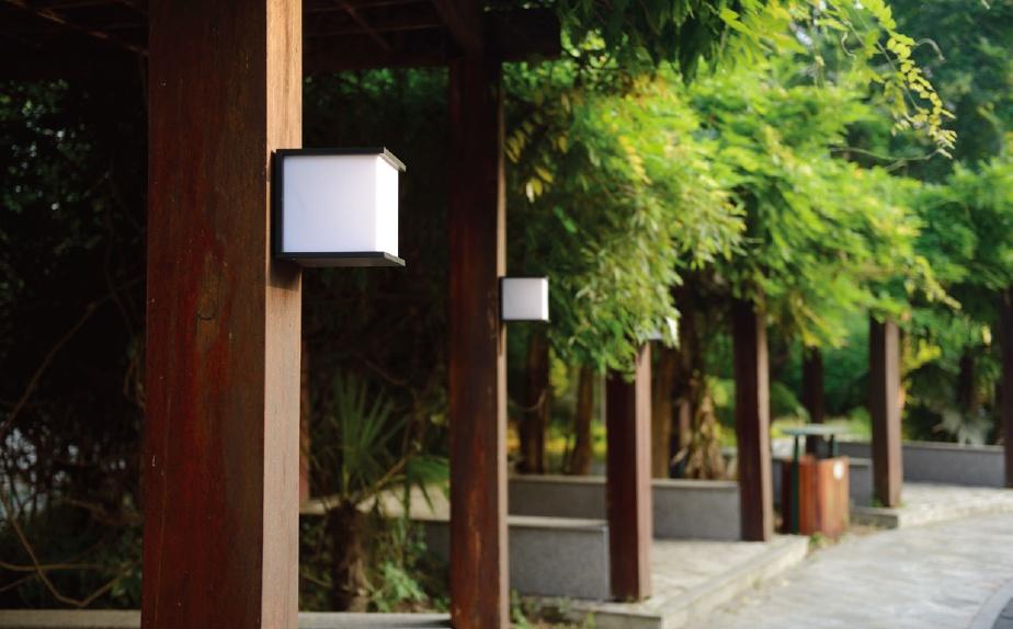ไฟติดผนังภายนอก ขั้ว E27 เปลี่ยนหลอดได้ ให้แสงสว่างกระจายรอบทิศทาง